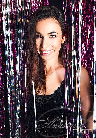 AnastasiaDate Delivers Advice to Singles on How to Manage Social Media Profiles While Connecting with Matches Online
